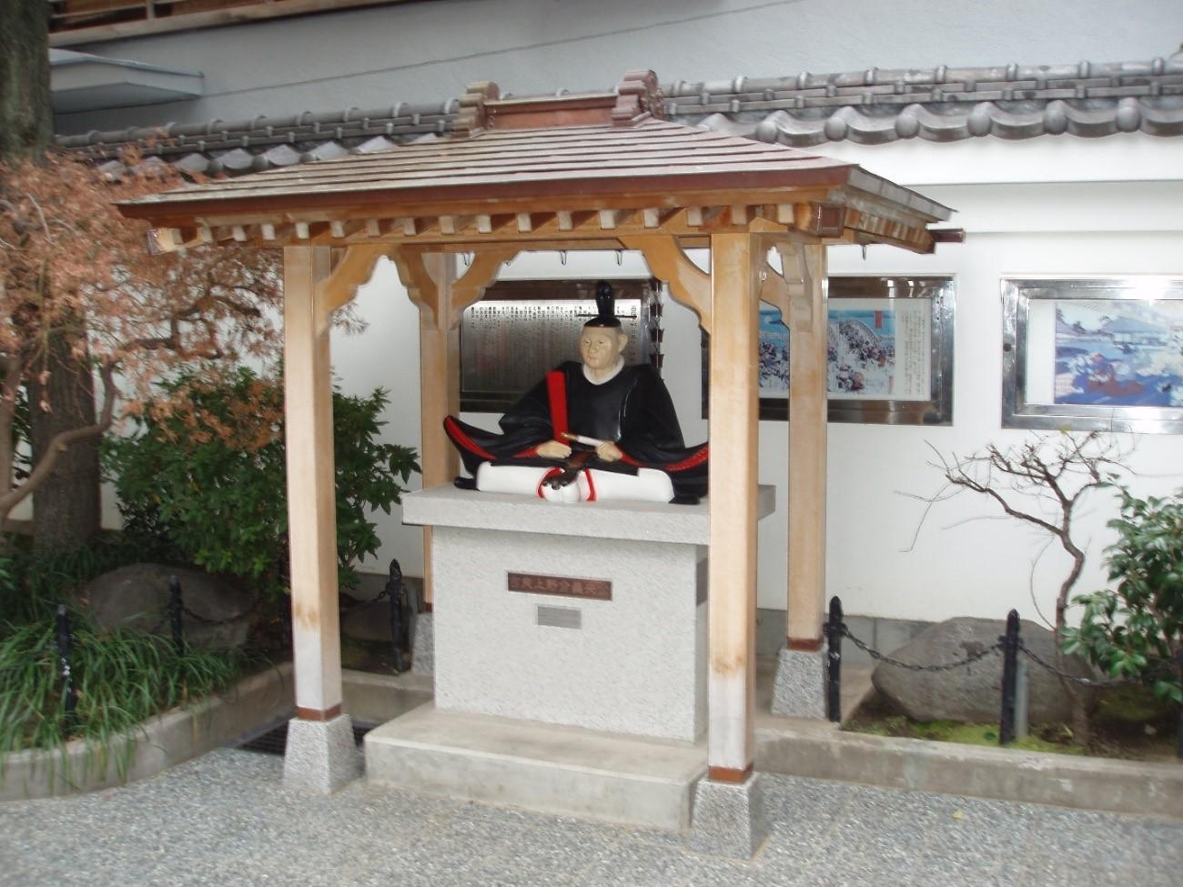 ▲ちくま屋の甘酒屋台と記念碑