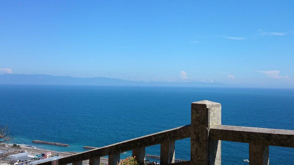 (写真)駿河湾を一望