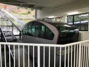 Upper_part_of_Hikosan_Garden_Slope_Car_from_platform_of_Hana_Station